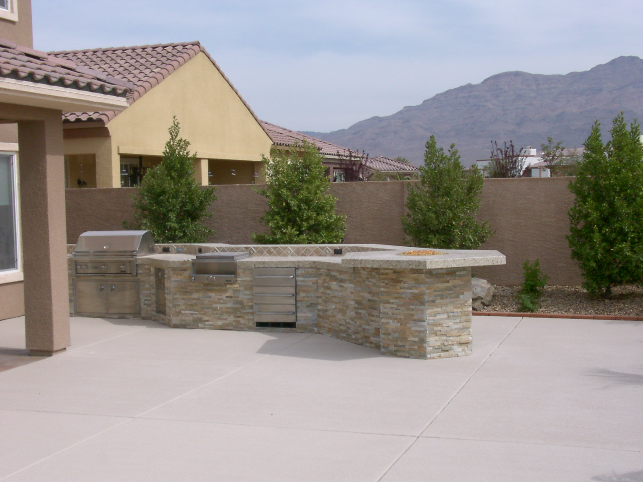 Custom Outdoor Island - Las Vegas Outdoor Kitchen