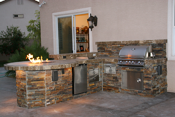 Custom Outdoor Kitchen Design with Social Area and Fire Pit - Las ...